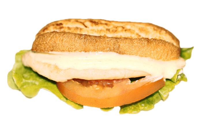 Ramoncito Pechuga de pollo con lechuga tomate y mayonesa- La Ramona
